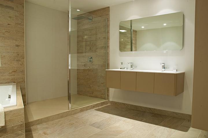 Badkamerspecialist tegels voor nieuwe badkamer for Badkamer specialist